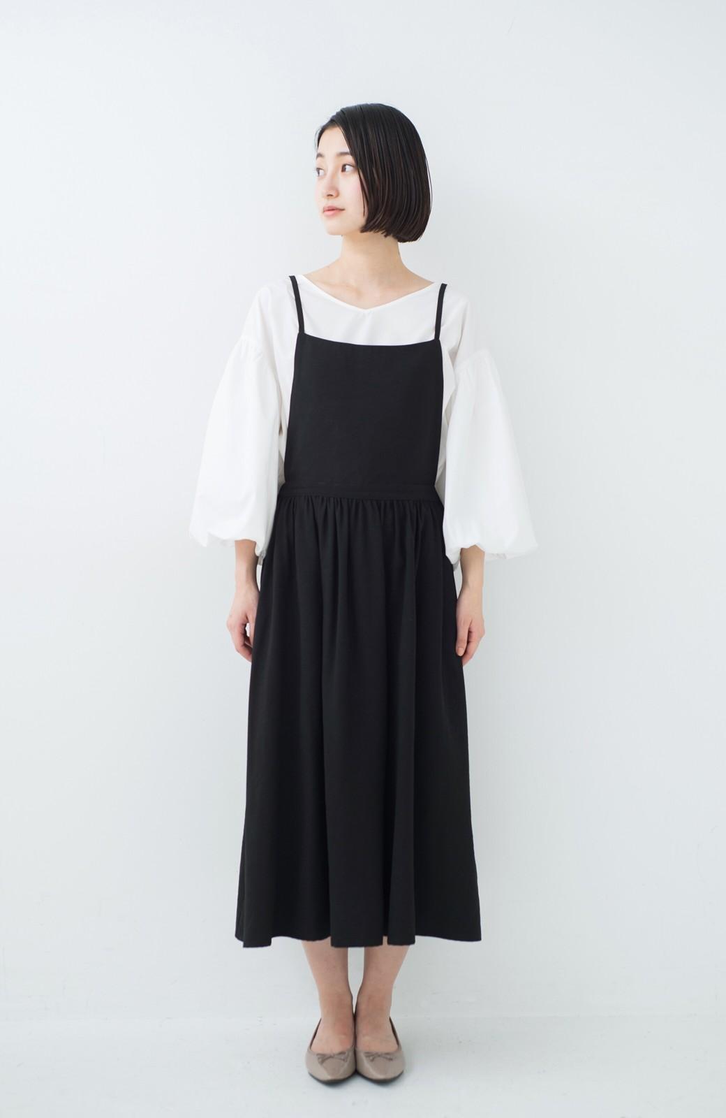 haco! シンプルな服に合わせるだけでかわいいエプロンワンピース <ブラック>の商品写真5