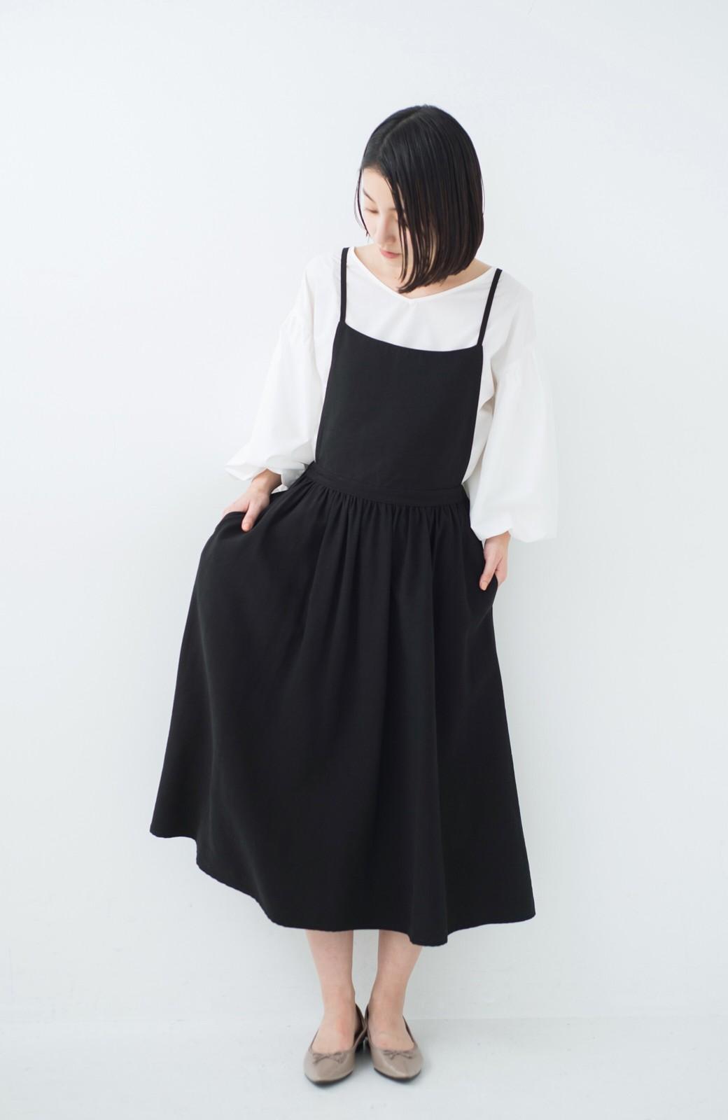 haco! シンプルな服に合わせるだけでかわいいエプロンワンピース <ブラック>の商品写真6