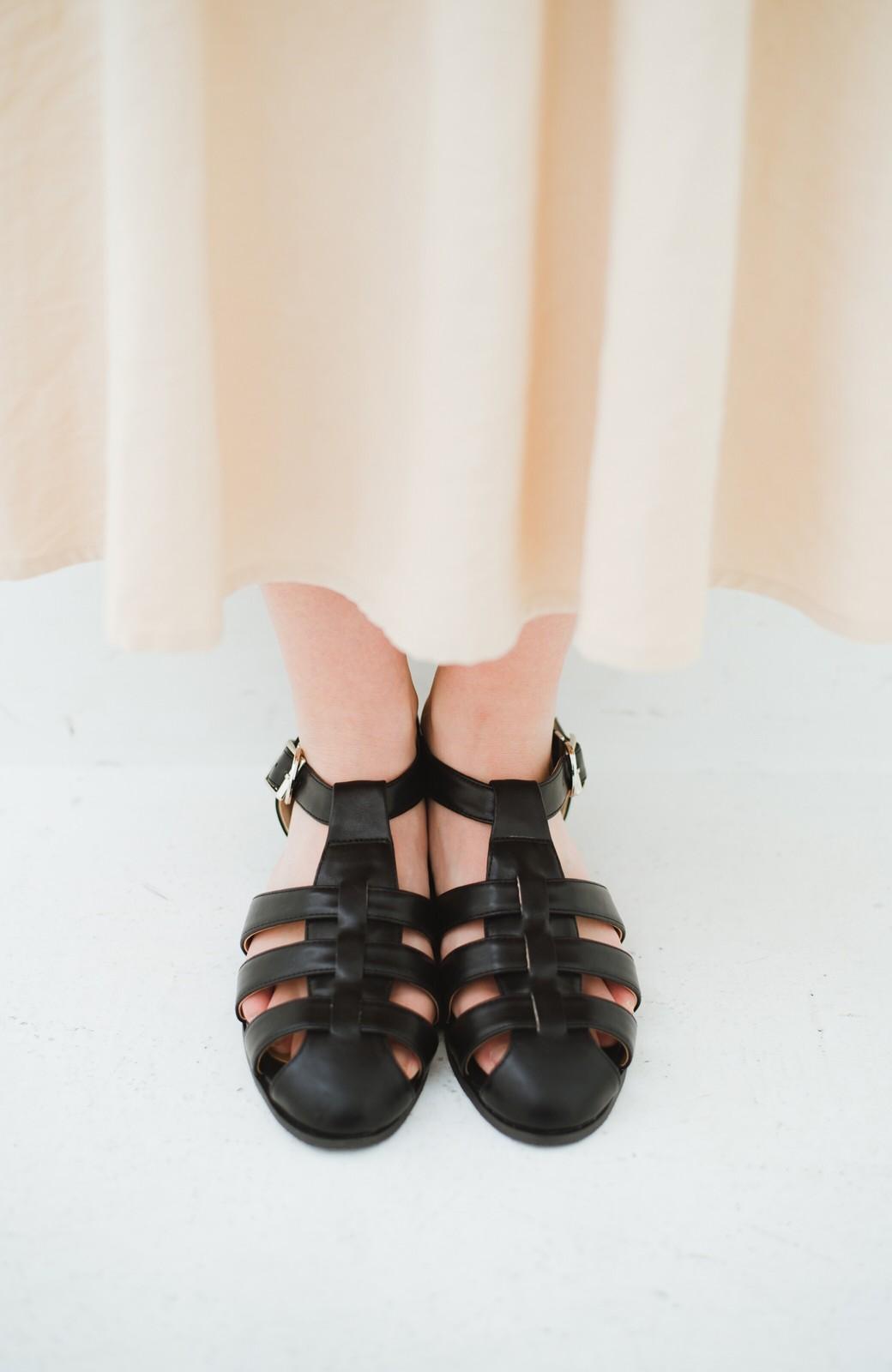 haco! 靴下でも素足でも合う 本革風編み込みサンダル <ブラック>の商品写真2