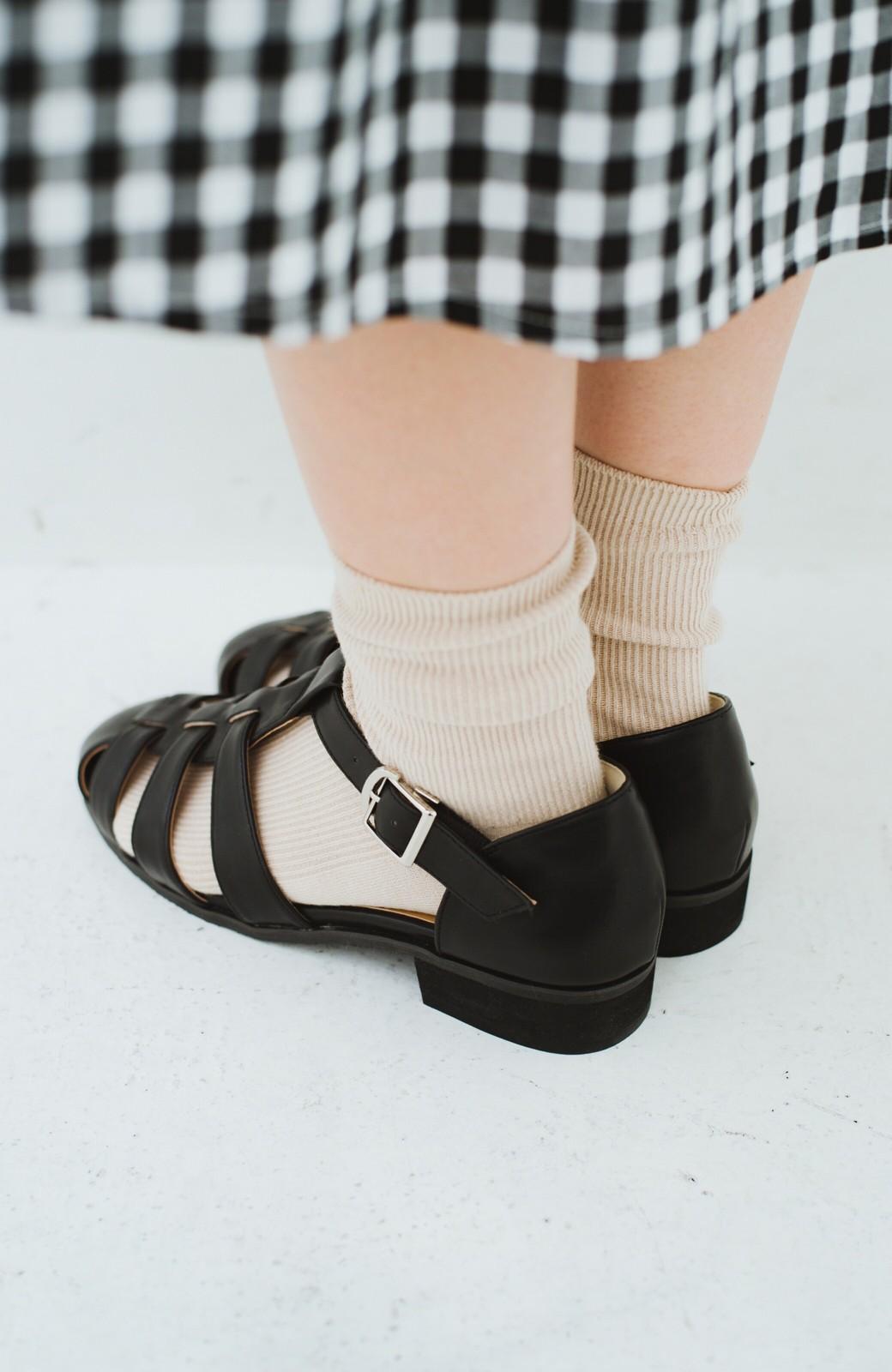 haco! 靴下でも素足でも合う 本革風編み込みサンダル <ブラック>の商品写真11