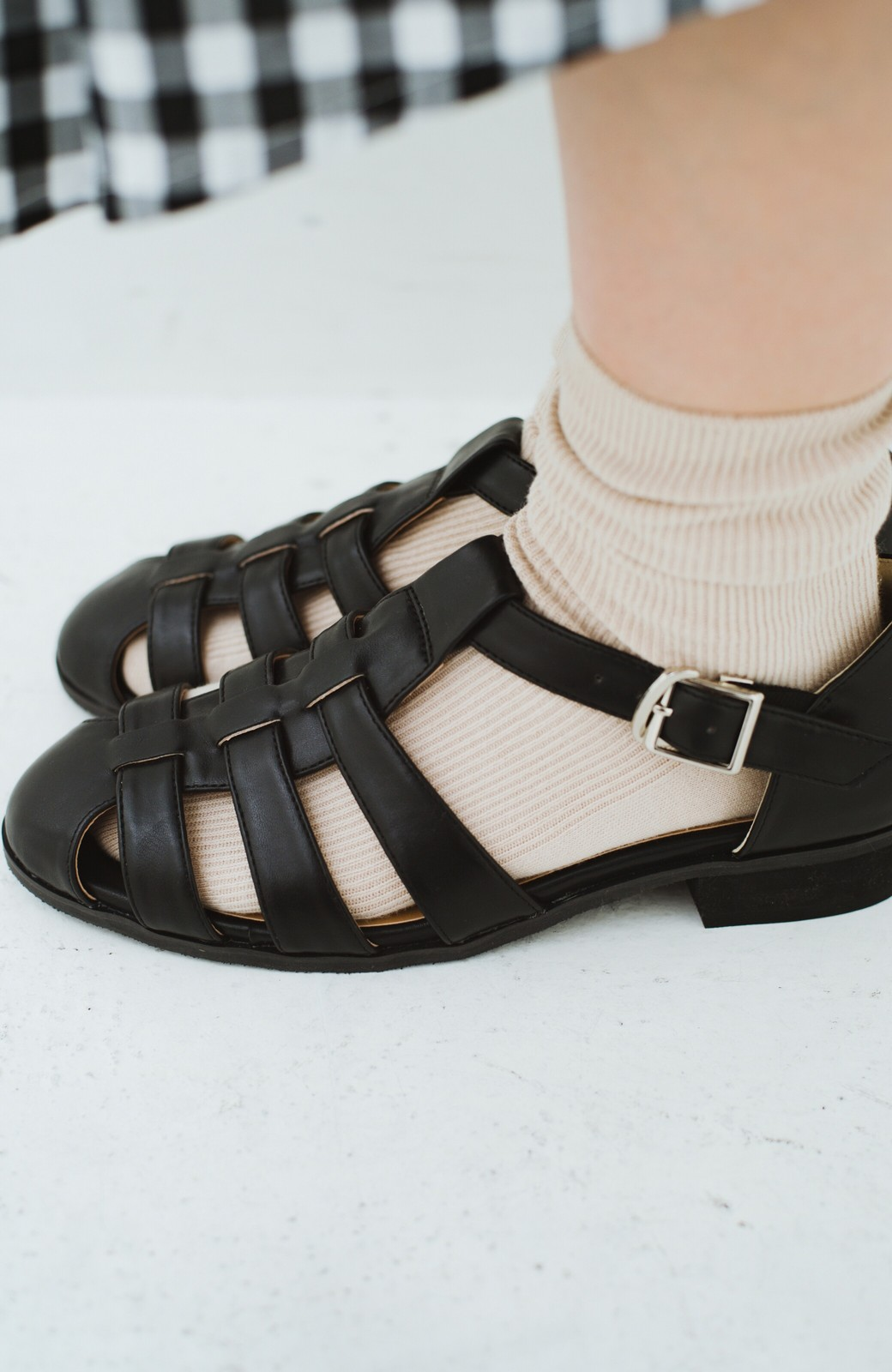 haco! 靴下でも素足でも合う 本革風編み込みサンダル <ブラック>の商品写真12