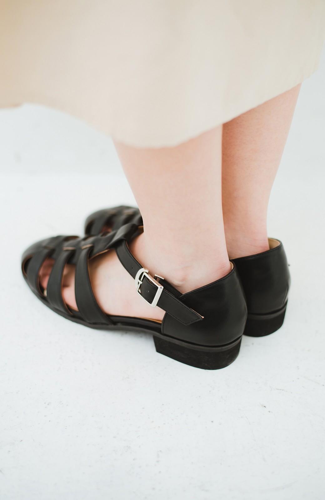haco! 靴下でも素足でも合う 本革風編み込みサンダル <ブラック>の商品写真4