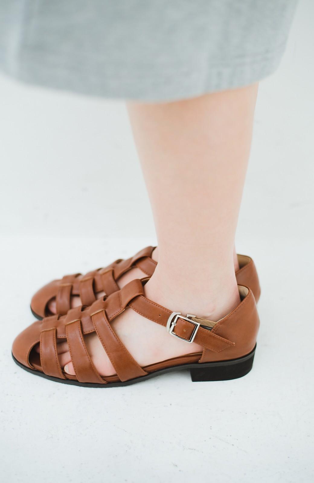 haco! 靴下でも素足でも合う 本革風編み込みサンダル <ブラウン>の商品写真3