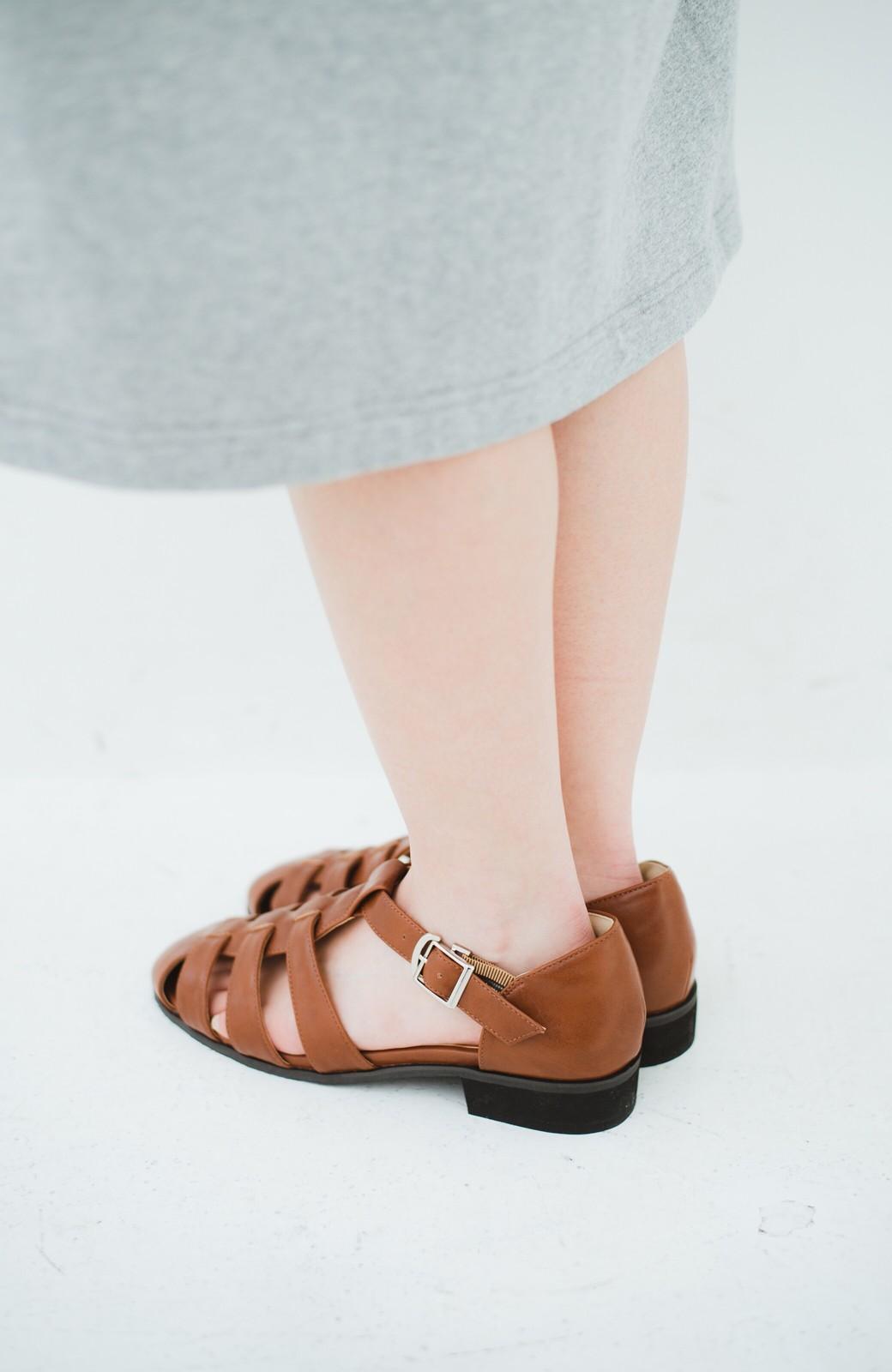 haco! 靴下でも素足でも合う 本革風編み込みサンダル <ブラウン>の商品写真4