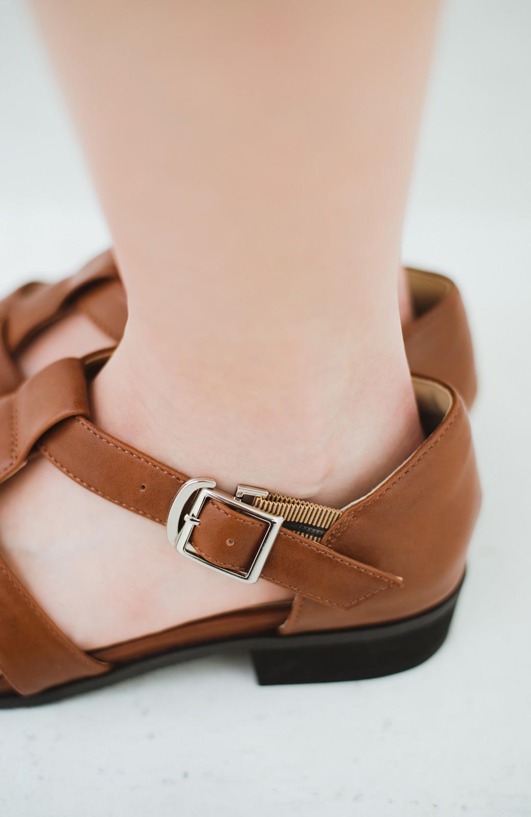haco! 靴下でも素足でも合う 本革風編み込みサンダル <ブラウン>の商品写真6
