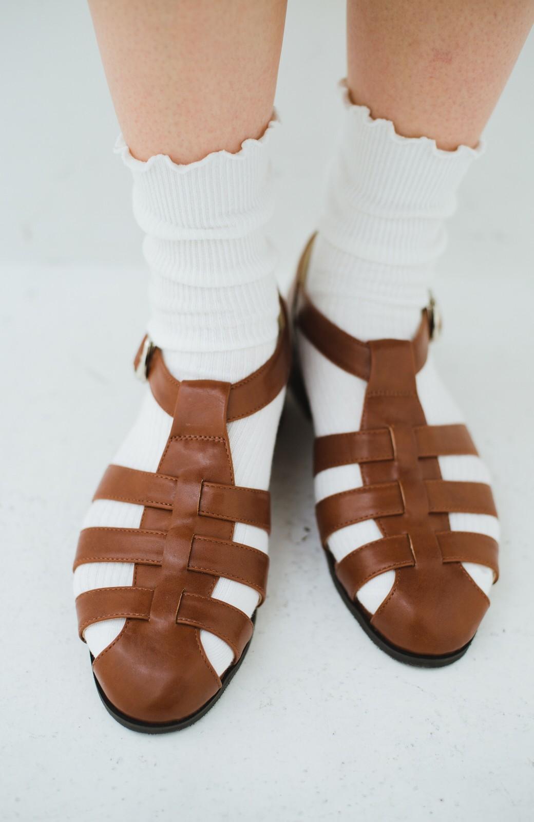 haco! 靴下でも素足でも合う 本革風編み込みサンダル <ブラウン>の商品写真7