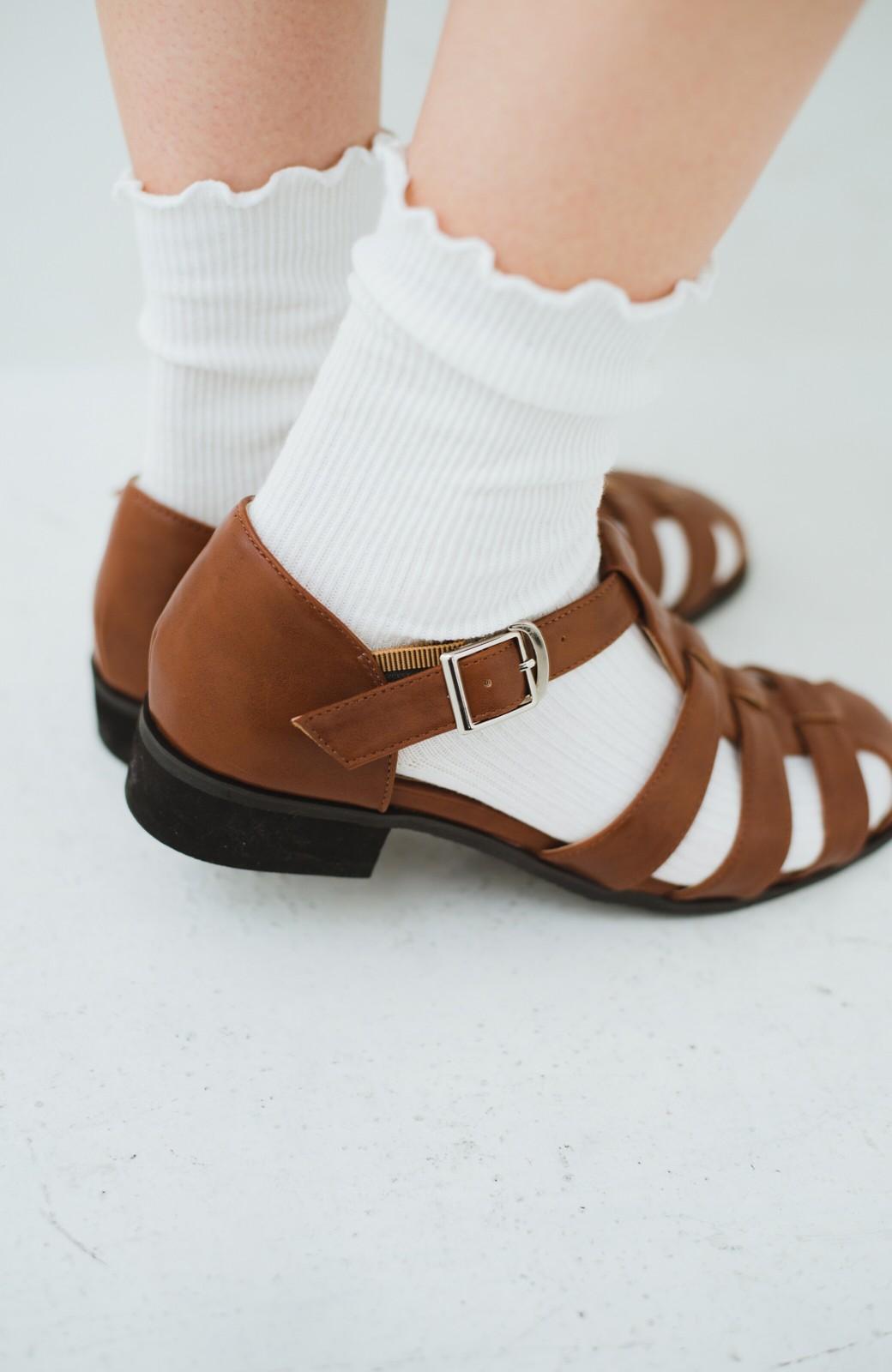 haco! 靴下でも素足でも合う 本革風編み込みサンダル <ブラウン>の商品写真9