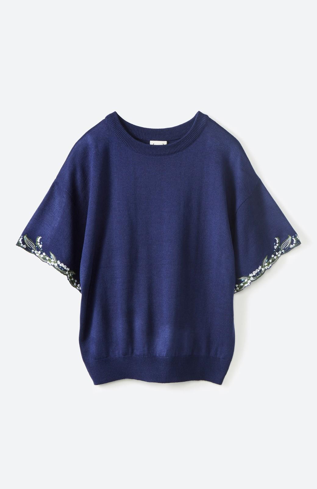 haco!  Tシャツ感覚で着られて華やか見せ カットワークすずらん刺しゅうニット <ネイビー>の商品写真1