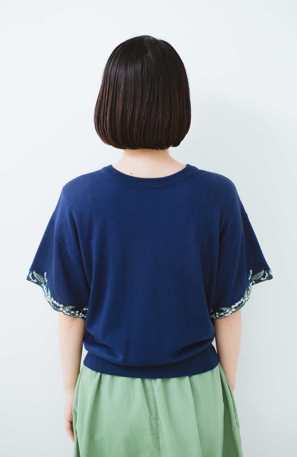 haco!  Tシャツ感覚で着られて華やか見せ カットワークすずらん刺しゅうニット <ネイビー>の商品写真10