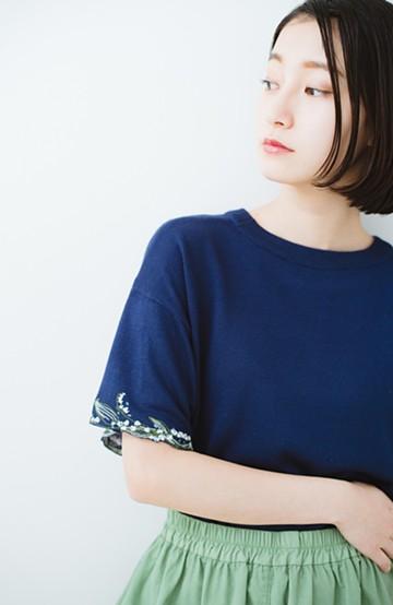 haco!  Tシャツ感覚で着られて華やか見せ カットワークすずらん刺しゅうニット <ネイビー>の商品写真