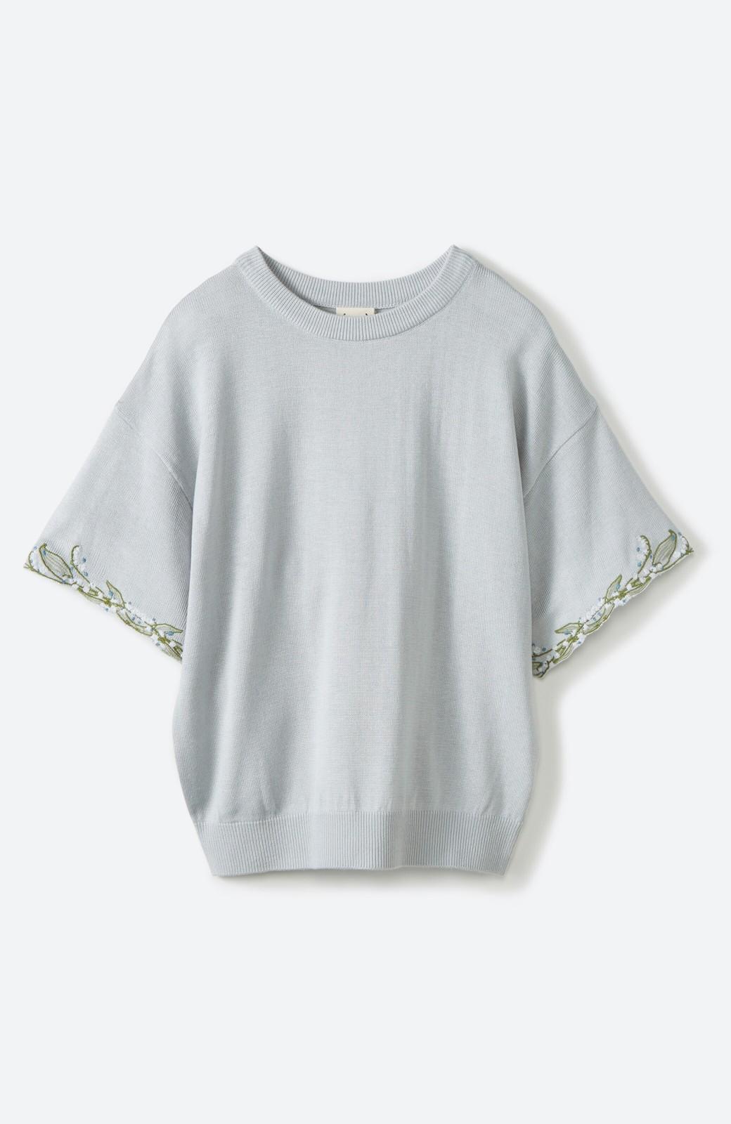 haco!  Tシャツ感覚で着られて華やか見せ カットワークすずらん刺しゅうニット <グレー>の商品写真1