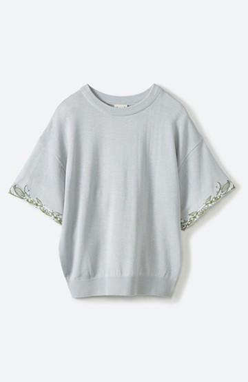 haco!  Tシャツ感覚で着られて華やか見せ カットワークすずらん刺しゅうニット <グレー>の商品写真