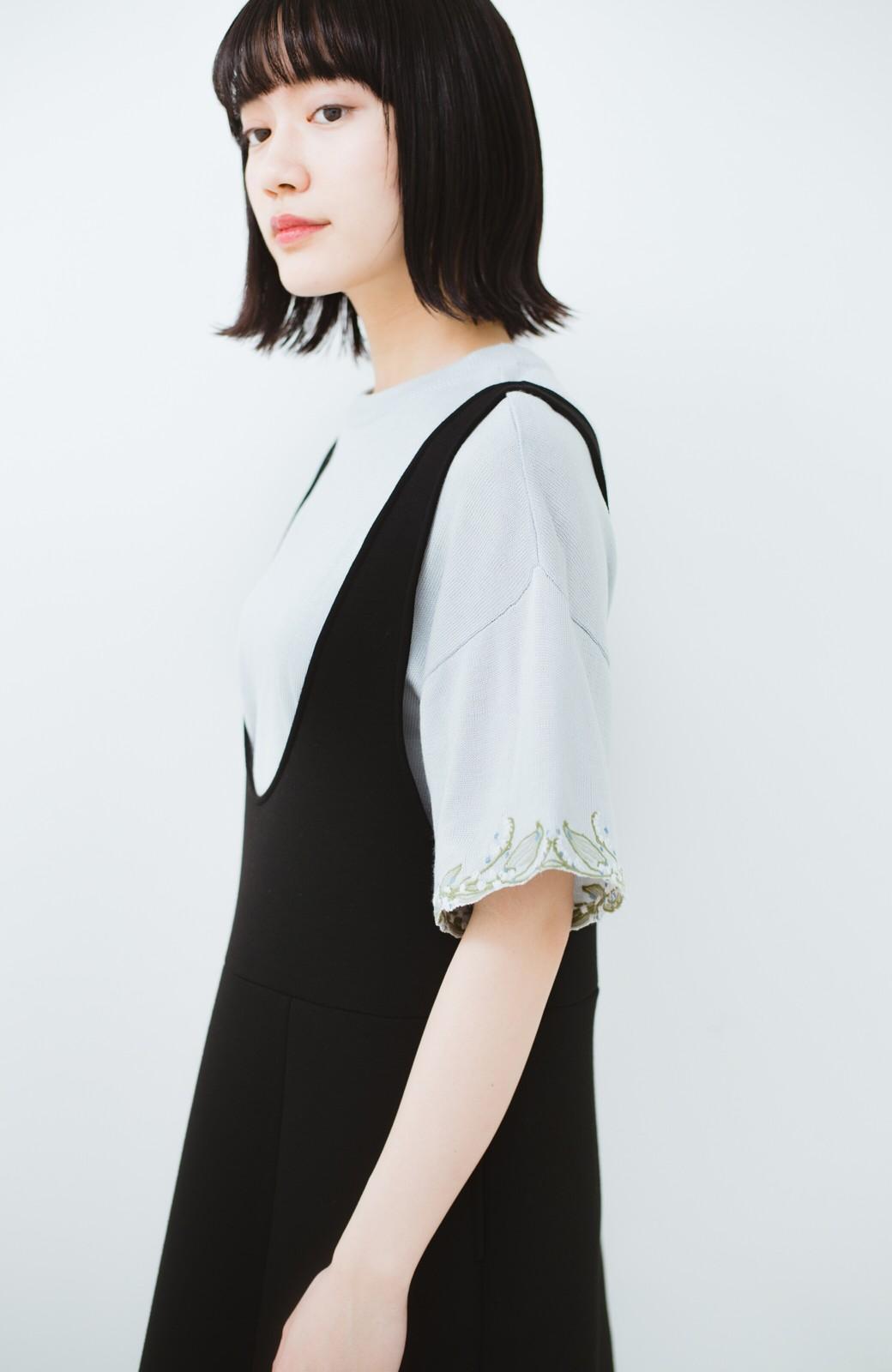 haco!  Tシャツ感覚で着られて華やか見せ カットワークすずらん刺しゅうニット <グレー>の商品写真15