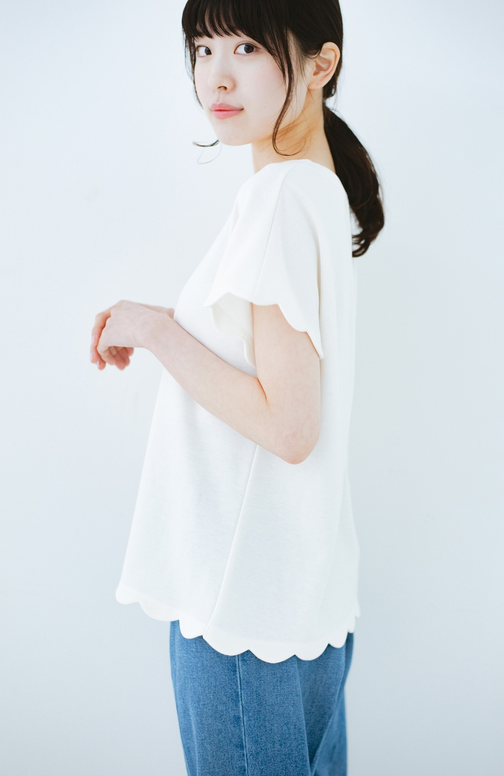 haco! haco! いつものTシャツよりかわいげご用意 スカラップカットソートップス <ホワイト>の商品写真1