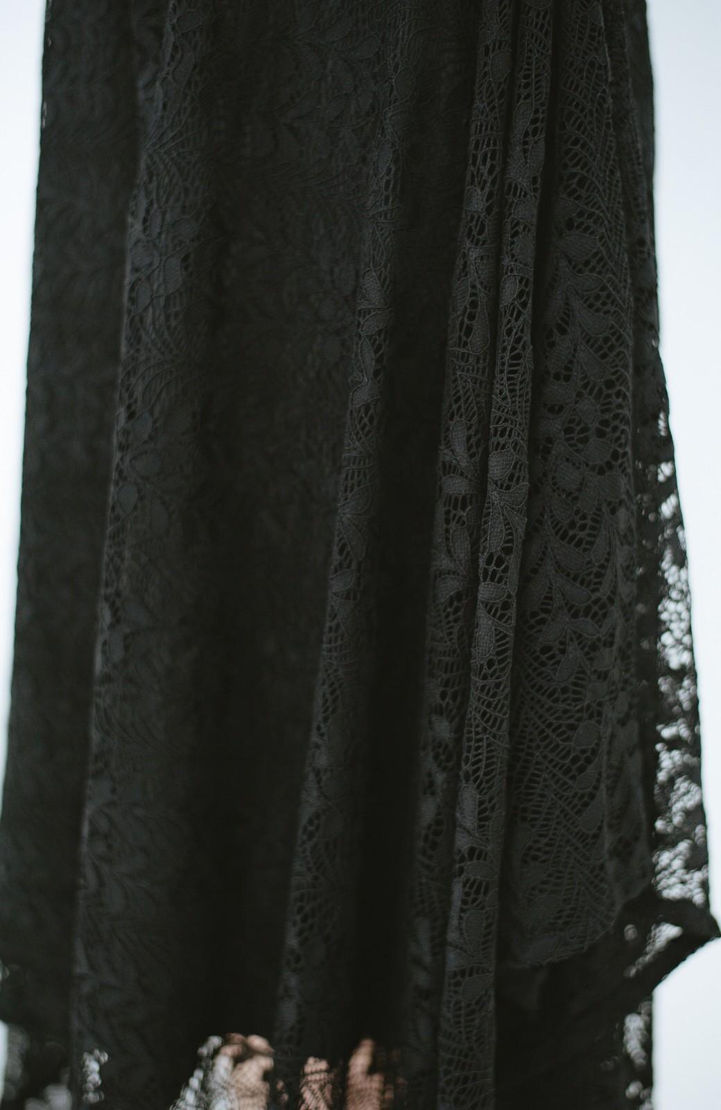 haco! 結婚式にも便利!スカートのドレープがきれいなレースワンピース <ブラック>の商品写真6