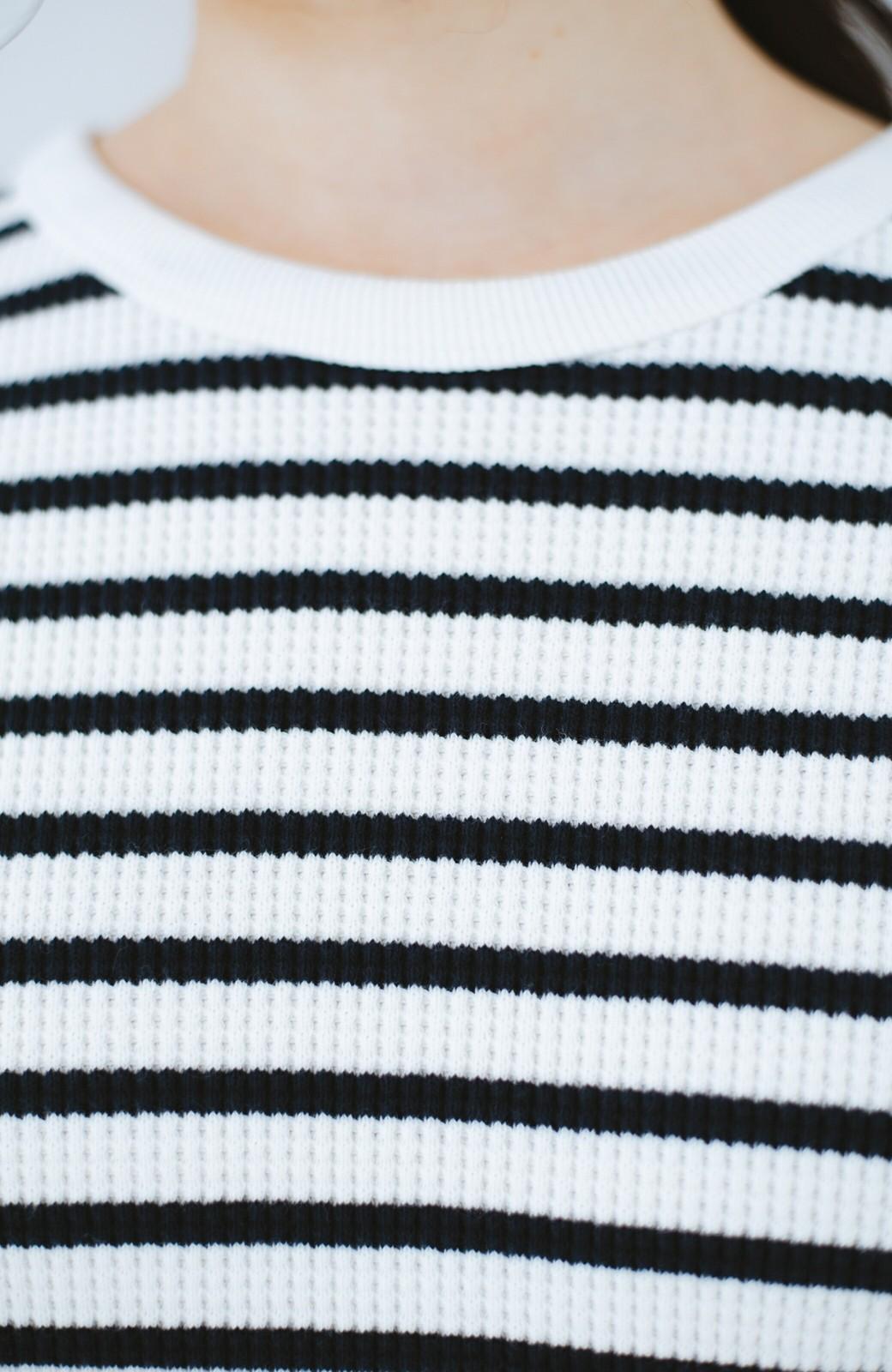 haco! インにしてもアウトにしても様になる 便利なサーマルボーダートップス <ホワイト×ネイビー>の商品写真3