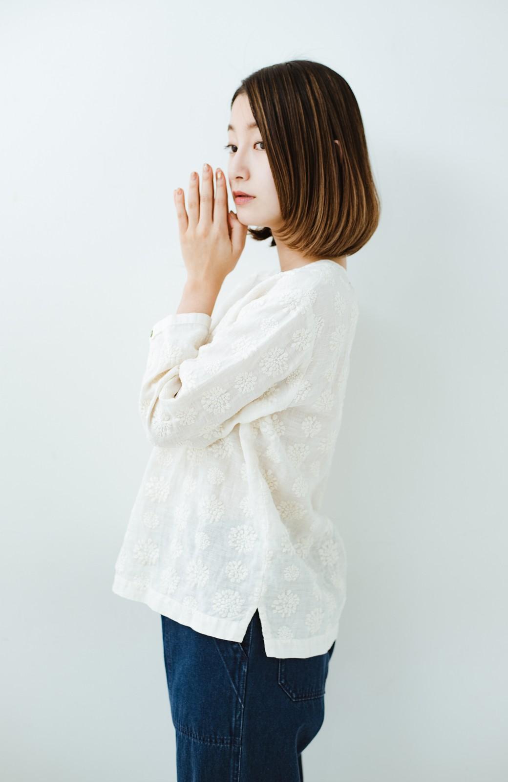 haco! てとひとて Miho Umezawa ダリア刺繍リネンブラウス <クリーム>の商品写真12