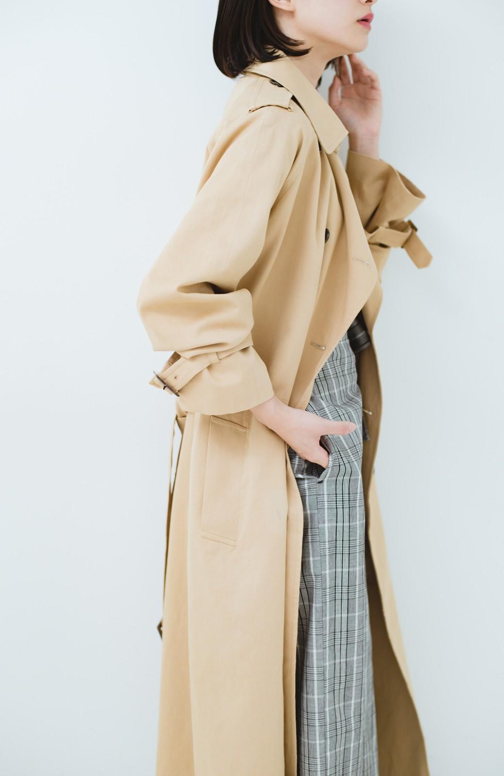 haco! 季節の始まりに早く買って絶対後悔しない、立ち姿が美しいオトナのライナー付きトレンチコートbyMAKORI <ベージュ>の商品写真4