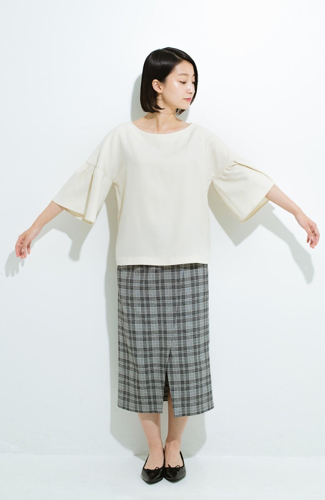 haco! パッと着てきれいな フレアースリーブTブラウス <アイボリー>の商品写真7