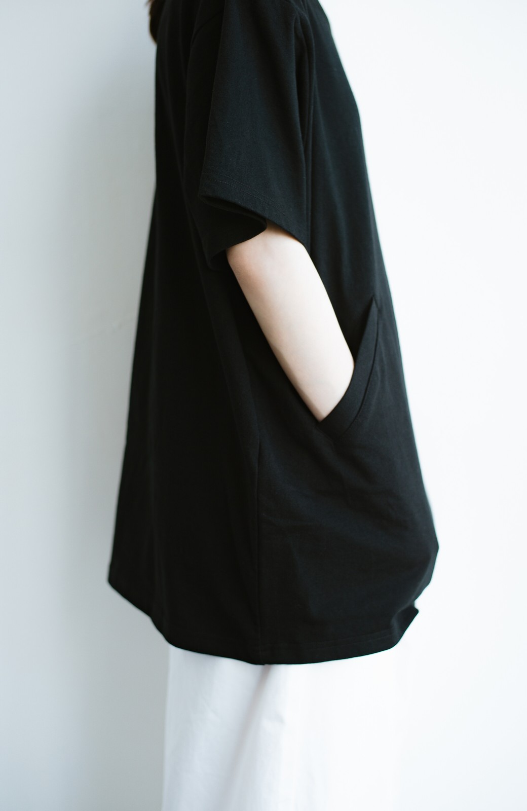 haco! 女の子バンザイ!プロジェクト 【ブルー期】PBPオーガニックコットンのおなかポケット付きTシャツ <ブラック>の商品写真5