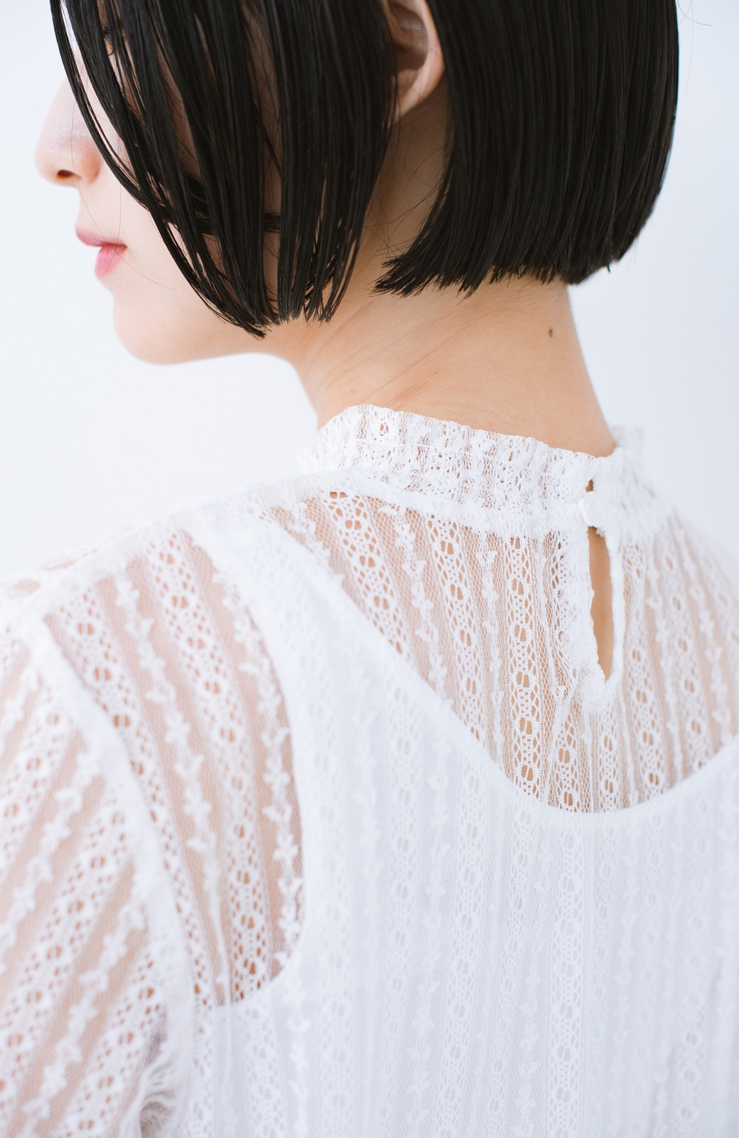 haco! 重ね着にも便利な伸びる女っぽレーストップス <ホワイト>の商品写真3