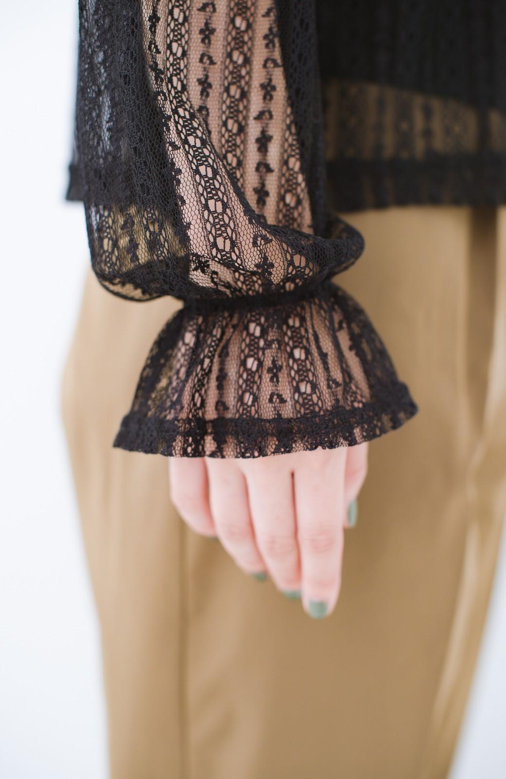 haco! 重ね着にも便利な伸びる女っぽレーストップス <ブラック>の商品写真6