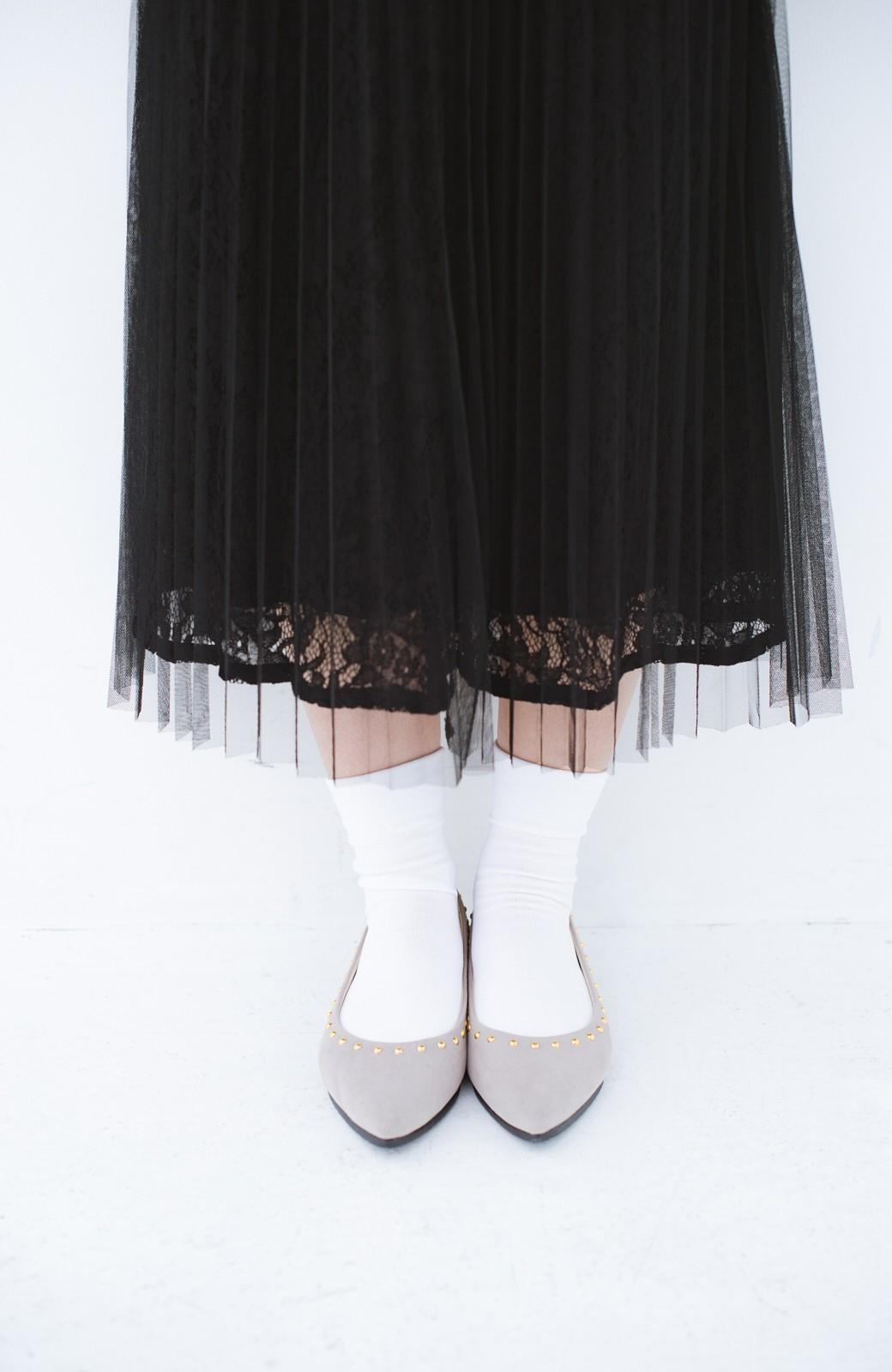 haco! シンプルな服のときもオシャレに見せてくれる スタッズパンプス by que made me <グレイッシュベージュ>の商品写真2