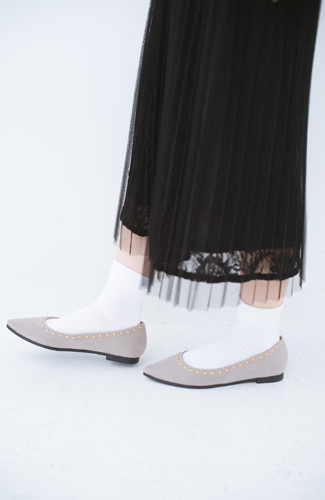 haco! シンプルな服のときもオシャレに見せてくれる スタッズパンプス by que made me <グレイッシュベージュ>の商品写真3
