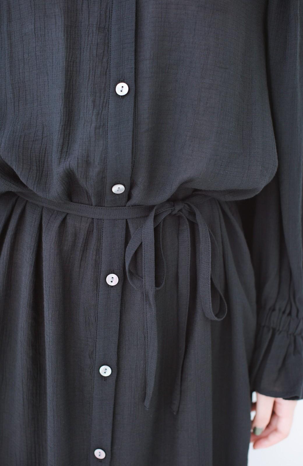 haco! 太ってもばれず 羽織っても便利なウエストリボンワンピース <ブラック>の商品写真6