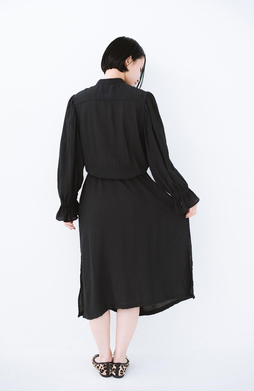 haco! 太ってもばれず 羽織っても便利なウエストリボンワンピース <ブラック>の商品写真14