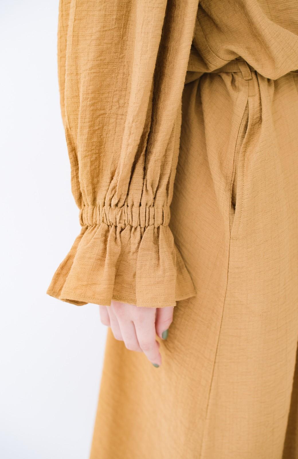 haco! 太ってもばれず 羽織っても便利なウエストリボンワンピース <マスタード>の商品写真7