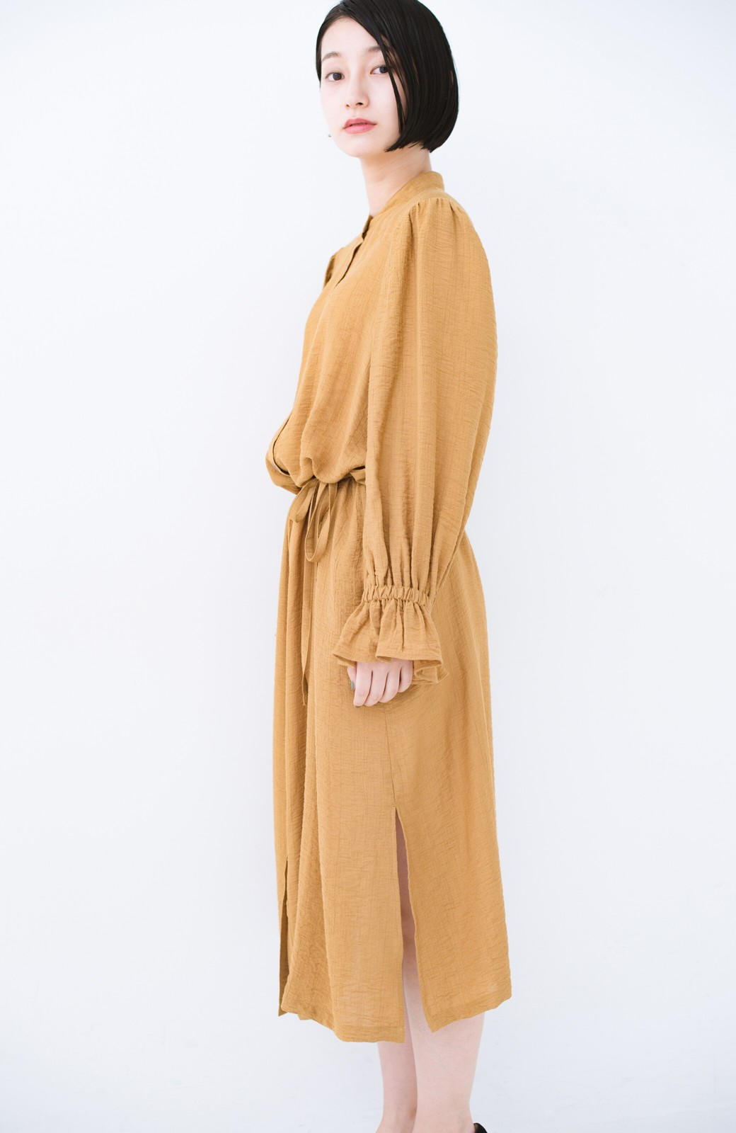 haco! 太ってもばれず 羽織っても便利なウエストリボンワンピース <マスタード>の商品写真21