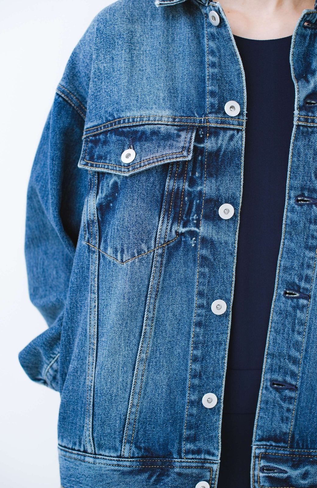haco! こなれたシルエットがかなうオトナも着やすい大きめGジャン by MAKORI <インディゴブルー>の商品写真10