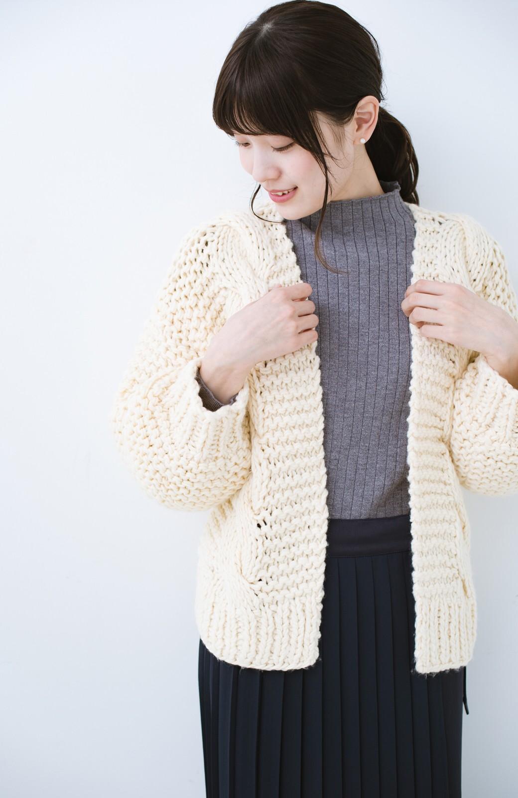 haco! お手軽羽織りにぴったりな 手編みのざっくりニットカーディガン by que made me <アイボリー>の商品写真2