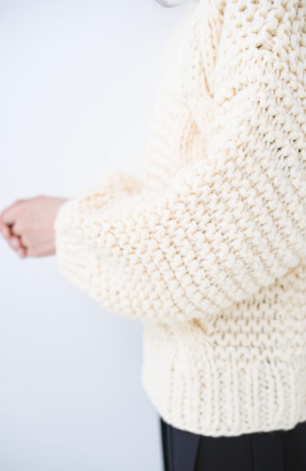 haco! お手軽羽織りにぴったりな 手編みのざっくりニットカーディガン by que made me <アイボリー>の商品写真5