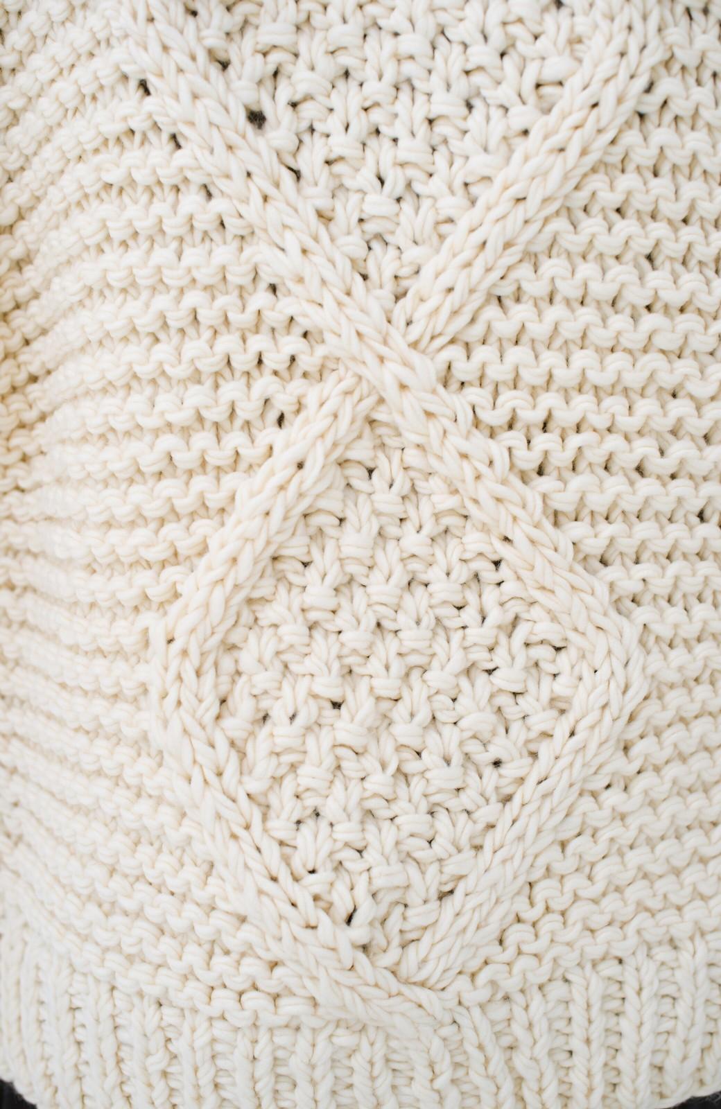 haco! お手軽羽織りにぴったりな 手編みのざっくりニットカーディガン by que made me <アイボリー>の商品写真6