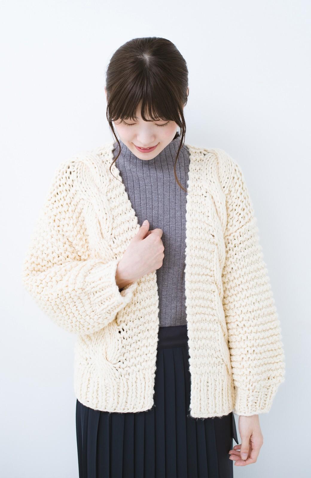 haco! お手軽羽織りにぴったりな 手編みのざっくりニットカーディガン by que made me <アイボリー>の商品写真8