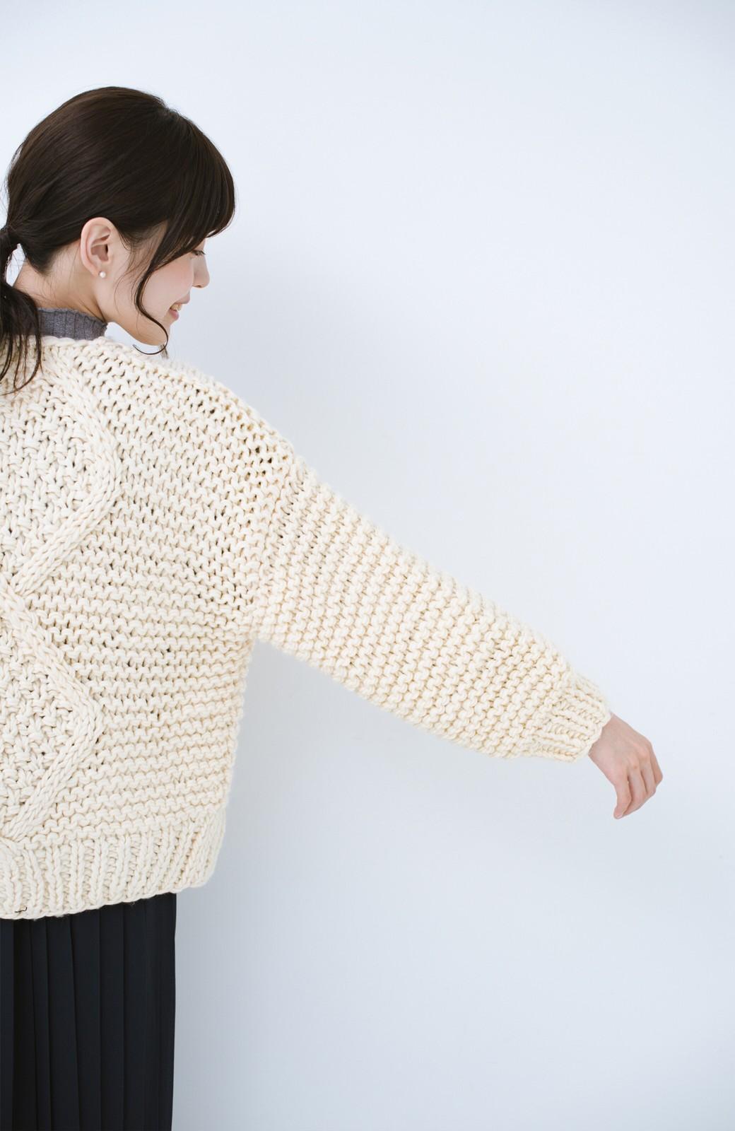 haco! お手軽羽織りにぴったりな 手編みのざっくりニットカーディガン by que made me <アイボリー>の商品写真10