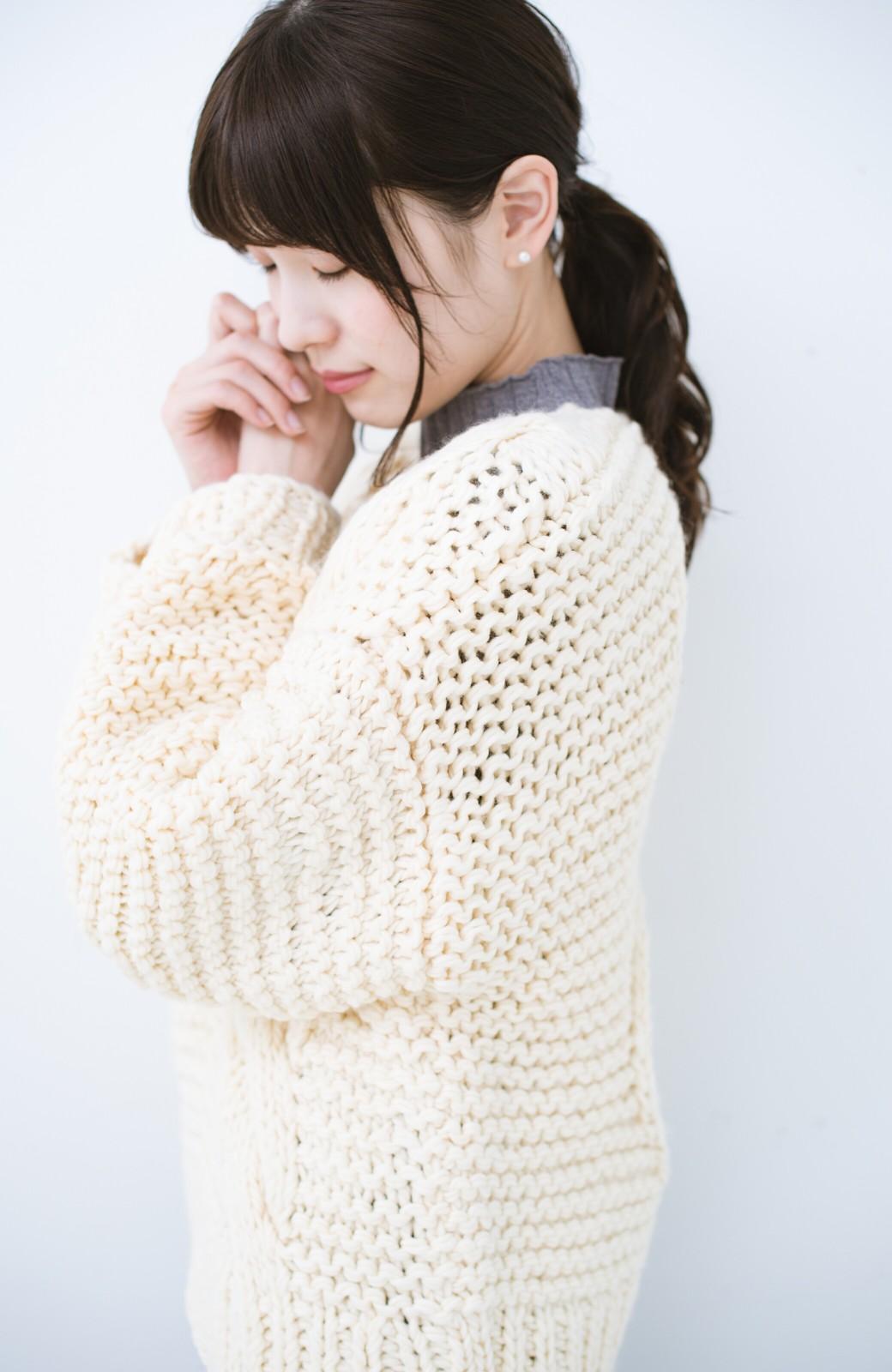 haco! お手軽羽織りにぴったりな 手編みのざっくりニットカーディガン by que made me <アイボリー>の商品写真11