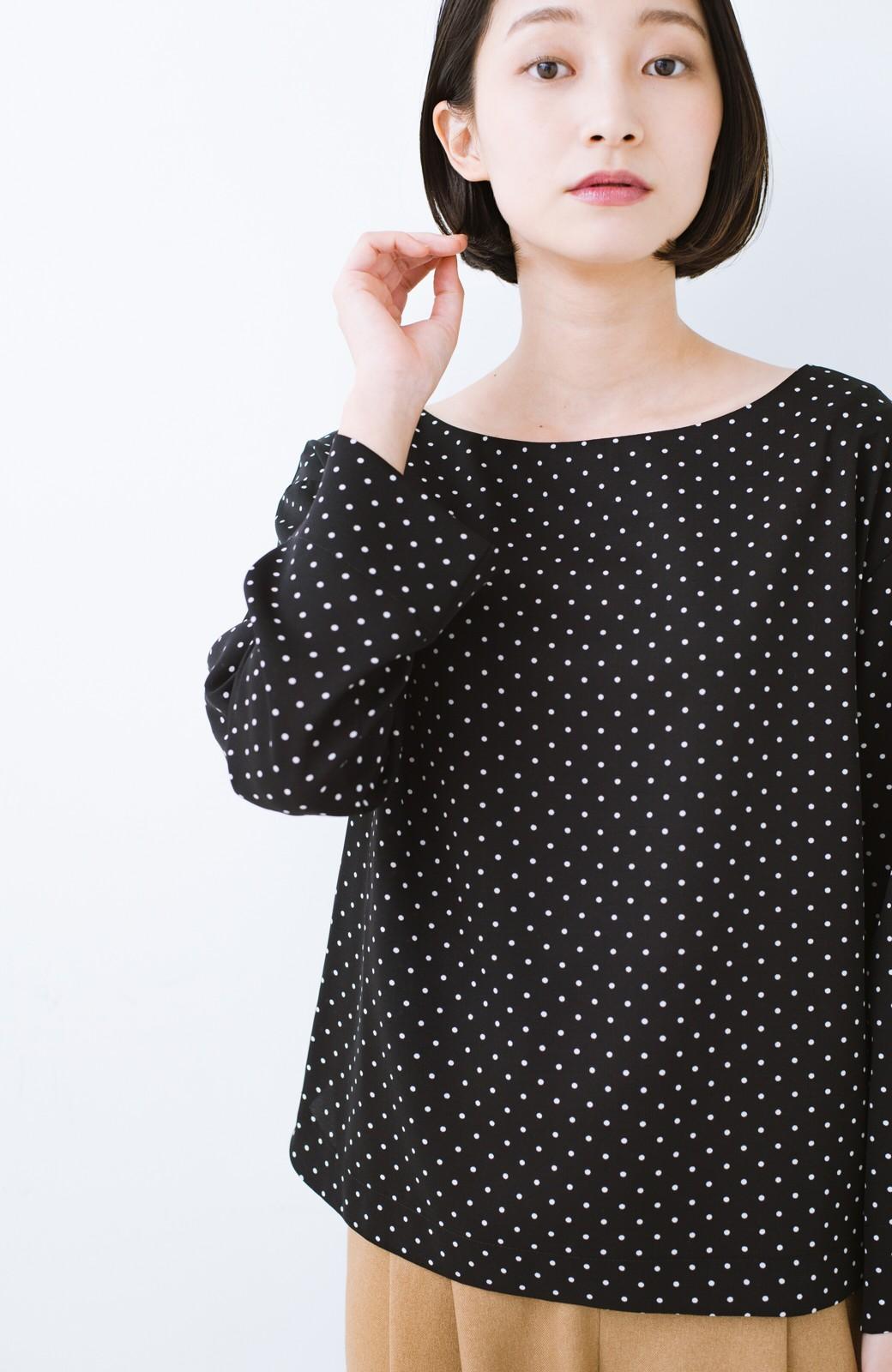 haco! パッと着て上品&きれい やっぱり便利なドットTブラウス <ブラック系その他>の商品写真8