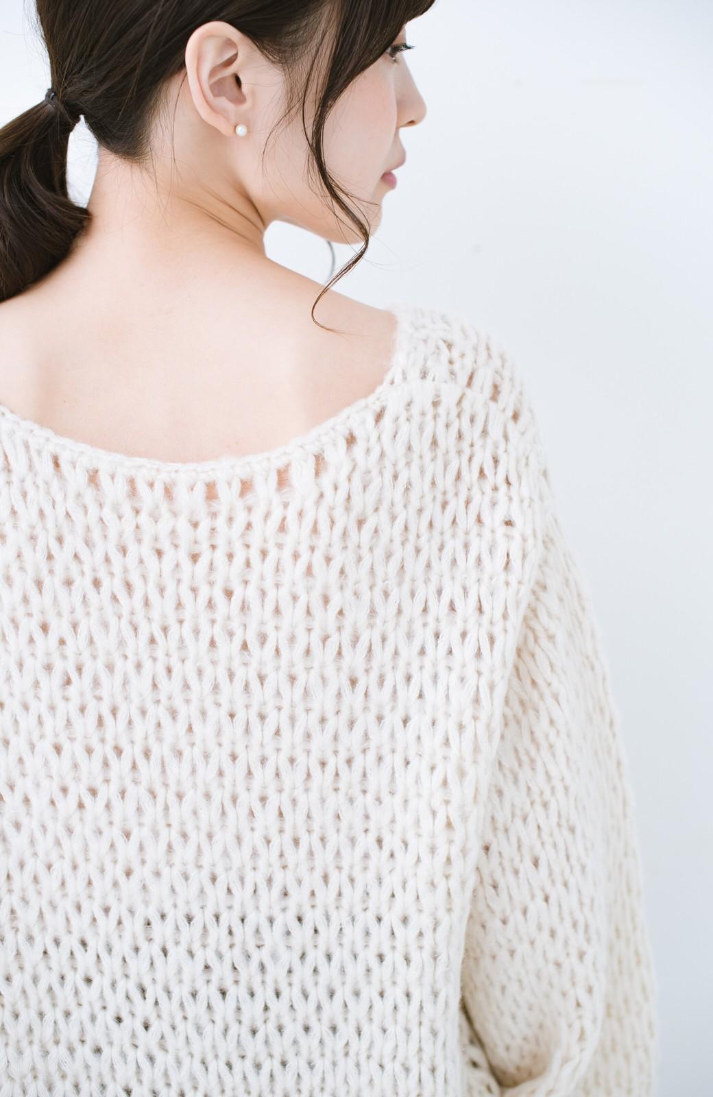 haco! 手編み風のざっくり感で女っぽい Vネックの甘編みルーズニット <アイボリー>の商品写真3