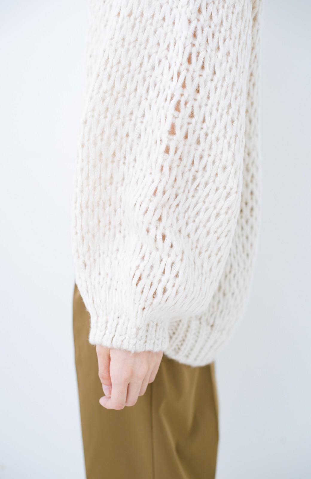 haco! 手編み風のざっくり感で女っぽい Vネックの甘編みルーズニット <アイボリー>の商品写真7