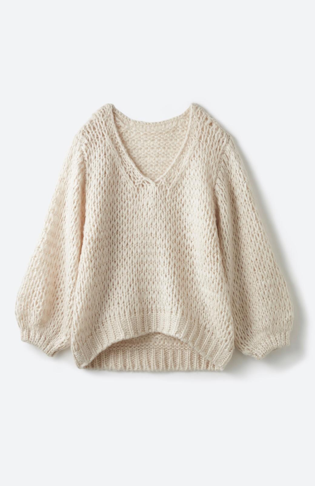 haco! 手編み風のざっくり感で女っぽい Vネックの甘編みルーズニット <アイボリー>の商品写真1