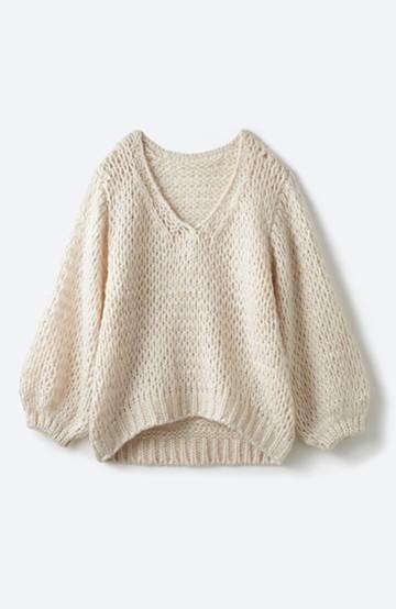 haco! 手編み風のざっくり感で女っぽい Vネックの甘編みルーズニット <アイボリー>の商品写真