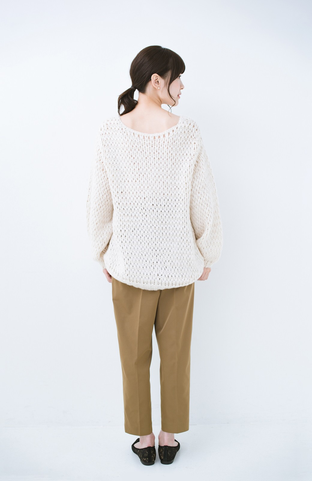 haco! 手編み風のざっくり感で女っぽい Vネックの甘編みルーズニット <アイボリー>の商品写真10