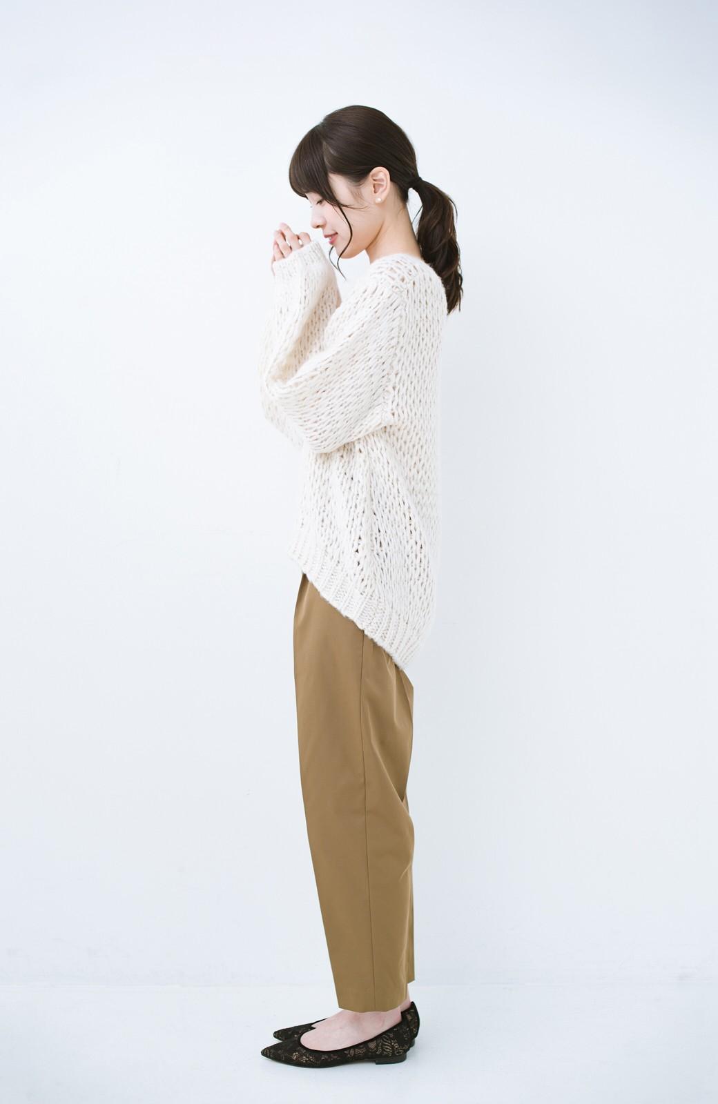 haco! 手編み風のざっくり感で女っぽい Vネックの甘編みルーズニット <アイボリー>の商品写真9