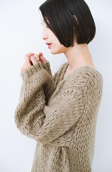 haco! 手編み風のざっくり感で女っぽい Vネックの甘編みルーズニット <グレイッシュベージュ>の商品写真