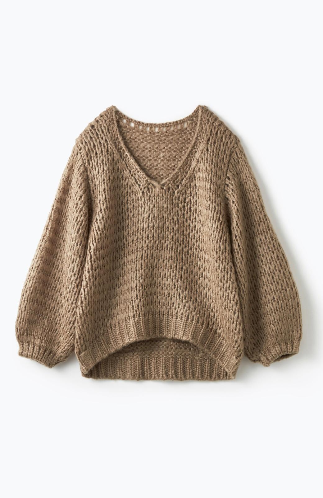 haco! 手編み風のざっくり感で女っぽい Vネックの甘編みルーズニット <グレイッシュベージュ>の商品写真1