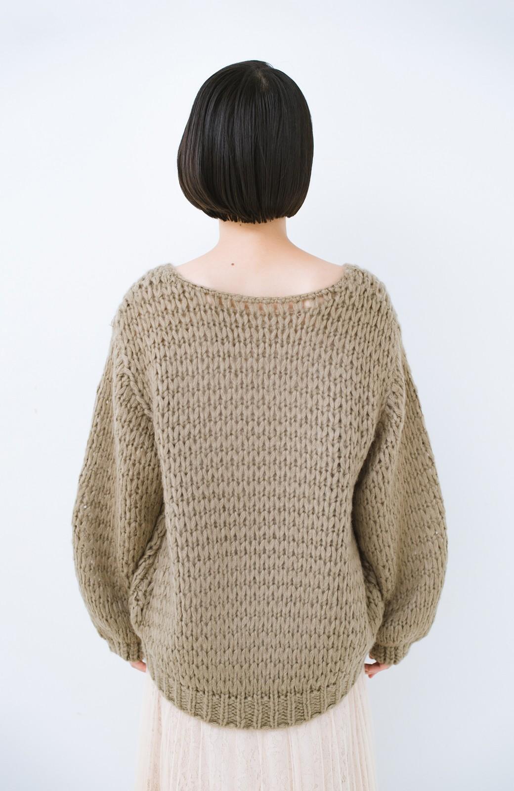 haco! 手編み風のざっくり感で女っぽい Vネックの甘編みルーズニット <グレイッシュベージュ>の商品写真13