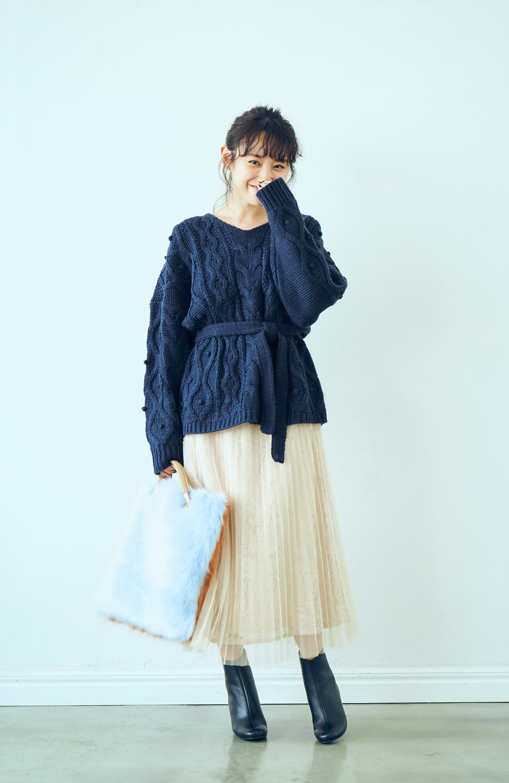 haco! <高橋愛さんコラボ>ラブ&ピースプロジェクト パプコーン編みのウエストマークケーブルニットトップス <ネイビー>の商品写真5